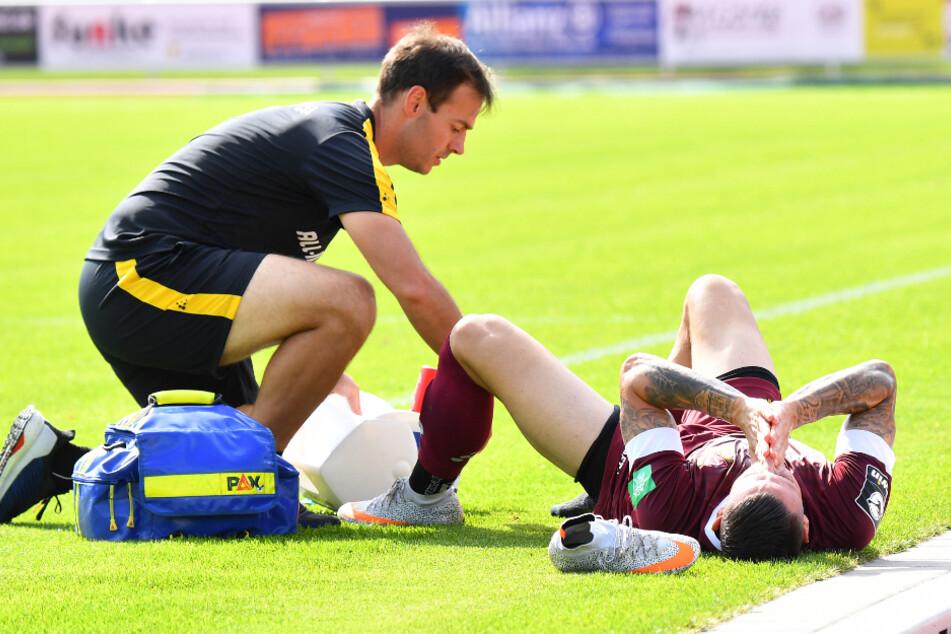 Nach einer Verletzung muss Panagiotis Vlachodimos (rechts) behandelt werden.
