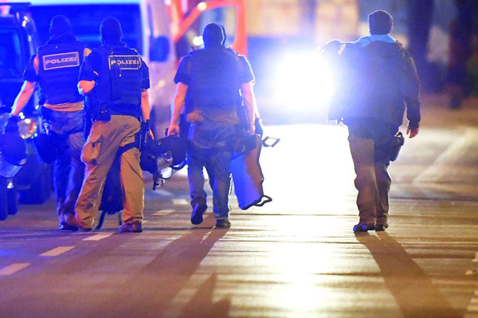 Mann droht Nachbarn mit dem Tod und greift Polizisten an