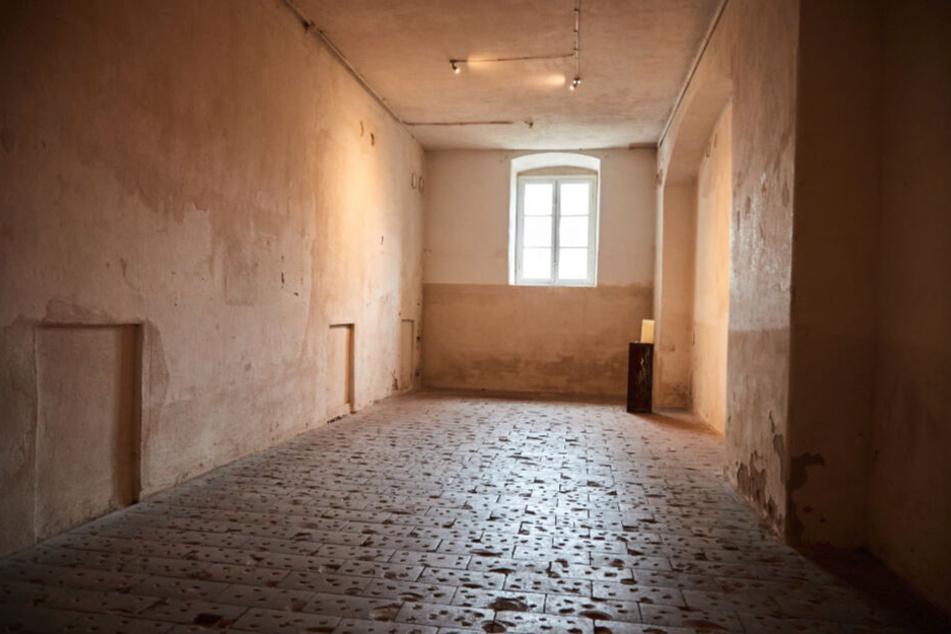 Die ehemalige Gaskammer. Hier wurden 1940 bis 1941 fasst 15.000 Menschen umgebracht. Erst kürzlich entdeckte man links in der Wand den vermauerten Zugang.