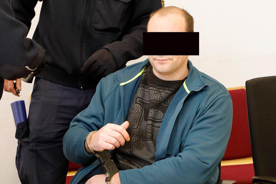 War am ersten Prozesstag geständig: Ronny S. (32) stach seine Freundin mit 18 Messerstichen nieder.
