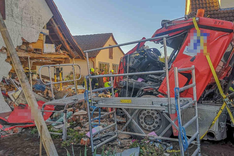 Lkw-Fahrer kämpft nach schwerem Unfall um sein Leben