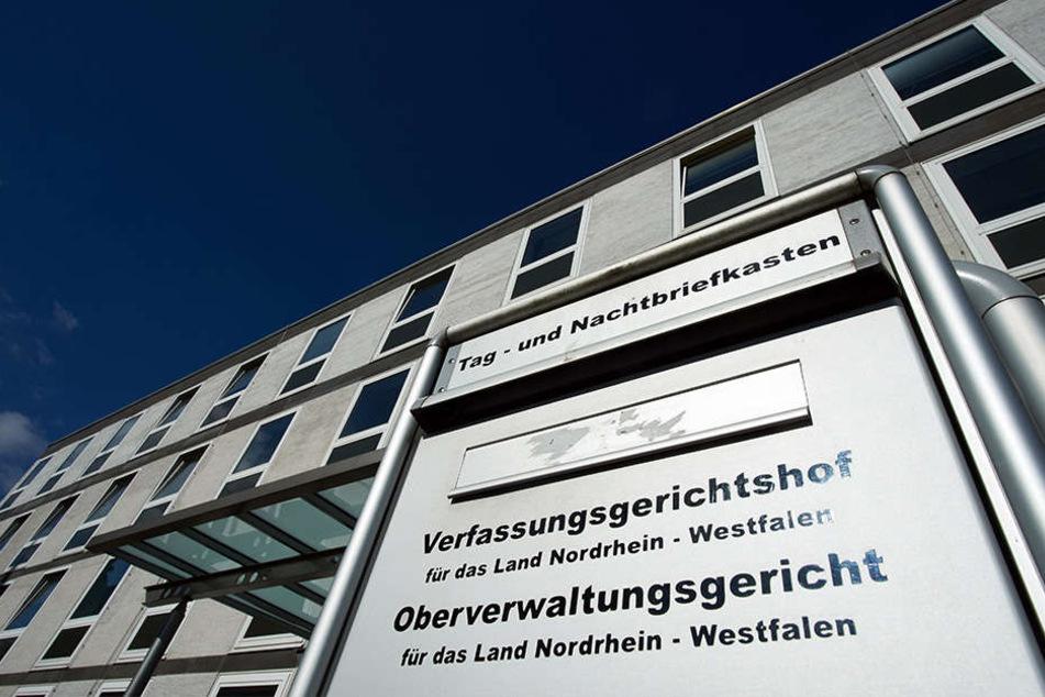 Vor dem Oberverwaltungsgericht Münster müssen sich zwei Männer wegen ihrer Bürgschaften für Flüchtlinge verantworten.