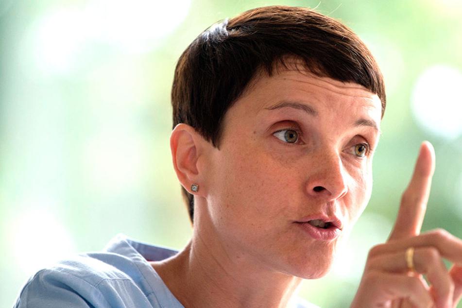 """Frauke Petry (43), Chefin der """"Blauen Partei"""", buhlt um die Gunst der CDU"""