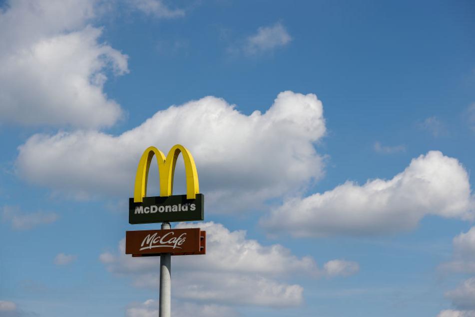 McDonald's baut sein Bezahlsystem aus: so sollen neue digitale Kunden gewonnen werden. (Archivbild)