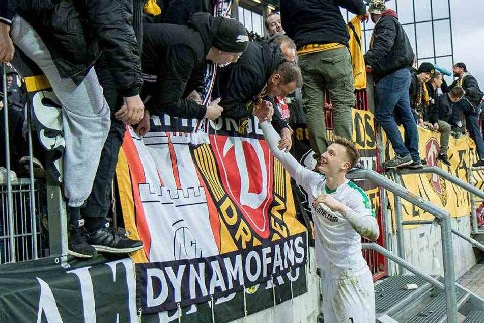 Markus Schubert bedankt sich bei den zu St. Pauli mitgereisten Dynamofans.
