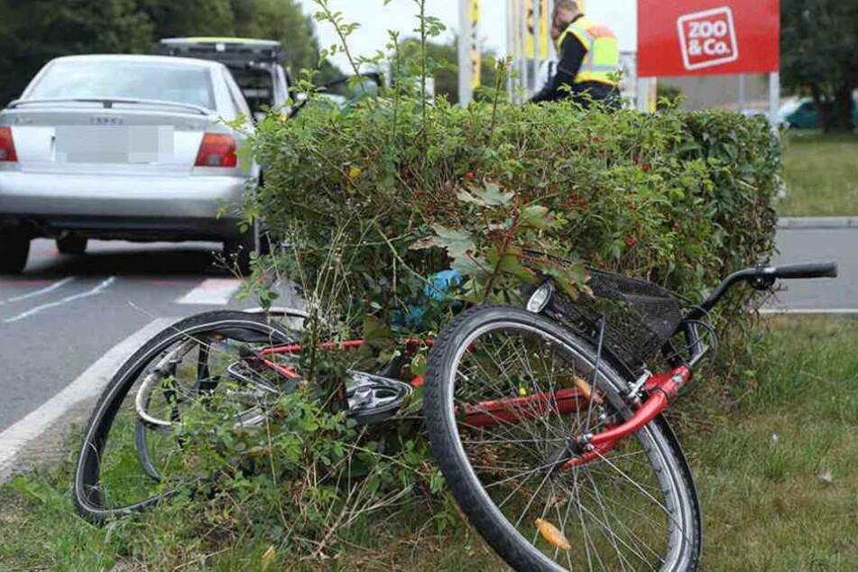 in Radfahrererin wurde am Mittwoch von einem PKW vor einem Coswiger Möbelmarkt erfasst.