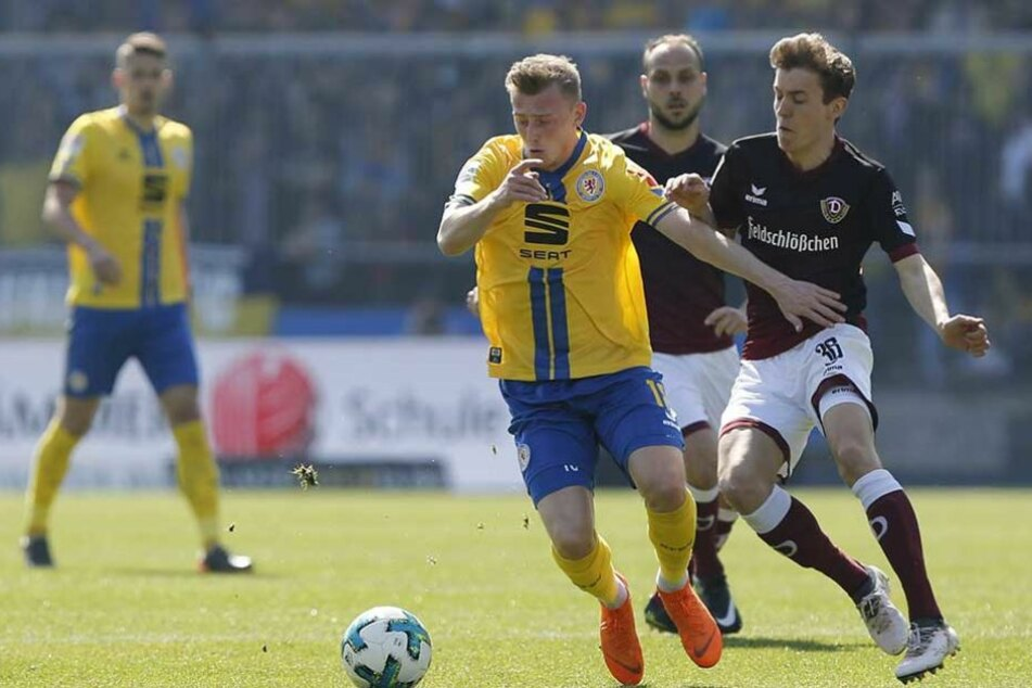 Niklas Hauptmann (r. gegen Georg Teigl) lieferte in Braunschweig eine couragierte Partie ab, verpasste allerdings selbst einen Treffer.