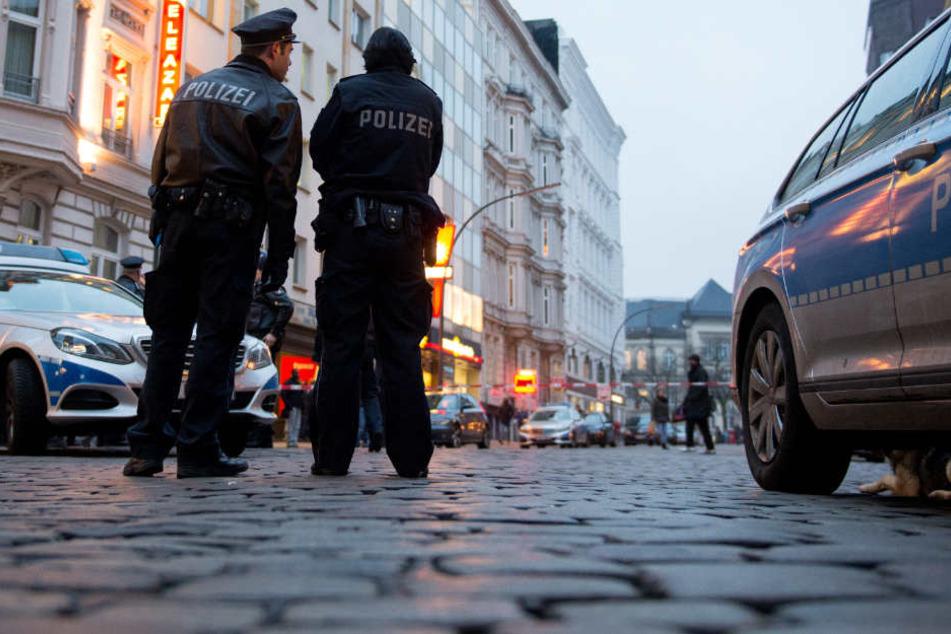 Die Polizei konnte einen der Männer noch am Tatort antreffen (Symbolbild).