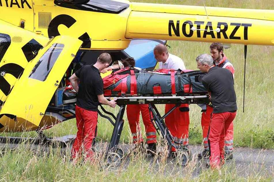 Die Mädchen im Alter von zwei und acht Jahren kamen mit Rettungshubschraubern ins Krankenhaus. (Symbolbild).