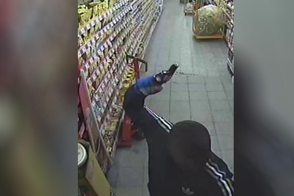 Die Räuber waren auch mit Pistolen bewaffnet.