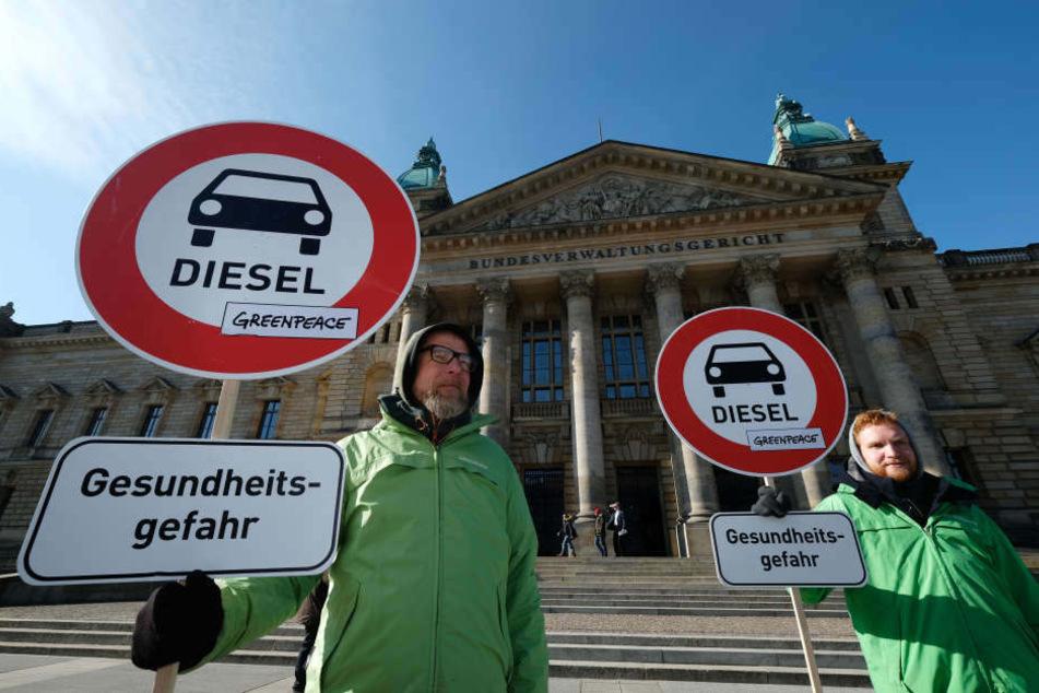 Am Dienstag hatte das Bundesverwaltungsgericht über das Dieselfahrverbot abgestimmt. Davor protestierten etliche Menschen, unter anderem von Greenpeace.