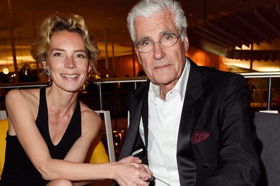 Christine Schütze und Sky Du Mont tuscheln auf der After-Show-Party zum Deutschen Filmpreis.