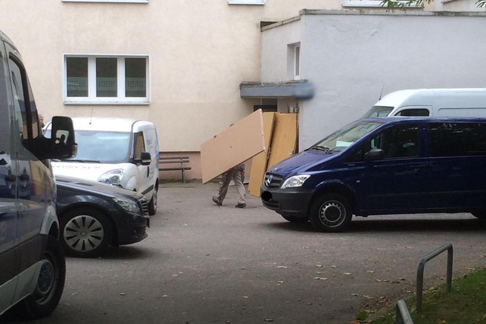 Die neuen Türen wurden am Montagnachmittag geliefert.