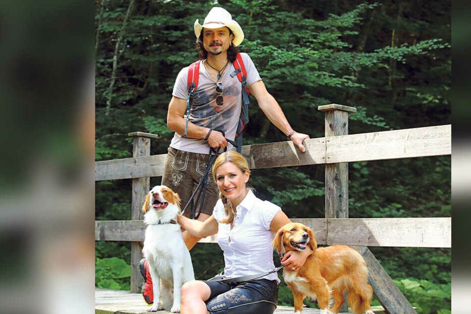 Stefanie Hertel hat ihr privates Glück bereits seit Jahren in ihrem zweiten Mann, Lanny Lanner (44), und ihrer Liebe zu Hunden gefunden.