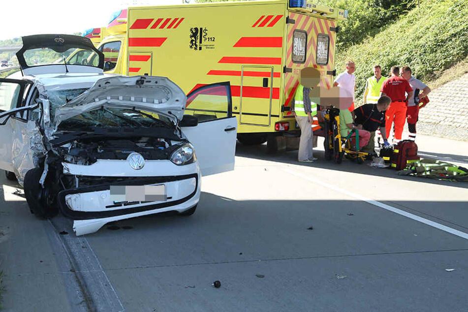 Der VW Up knallte in das Heck des Lasters.