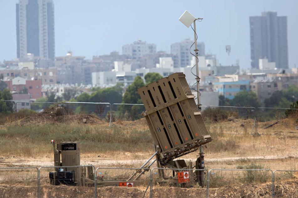 """Das israelische Raketenabwehrsystem """"Iron Dome"""" vor der Stadt Ashdod."""