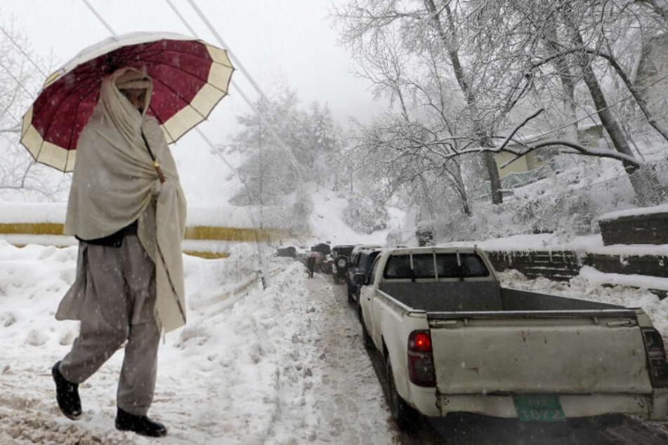 Unwetter-Drama! Dutzende Tote nach Lawine und Schneestürmen
