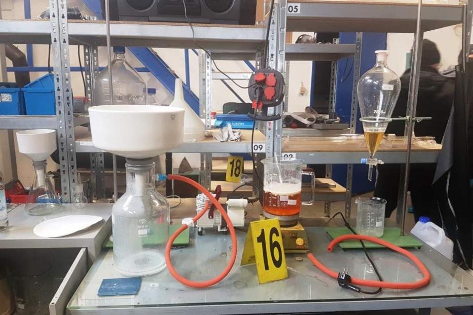 In einer Lagerhalle befand sich ein Crystal-Labor.