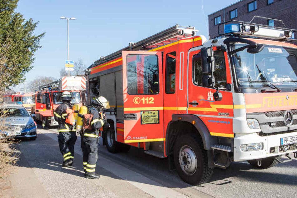 Feuerwehr findet Frauen-Leiche bei Wohnungsbrand