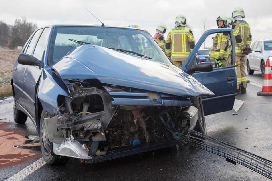 Frontal zusammengestoßen: Schwerer Verkehrsunfall bei Bautzen