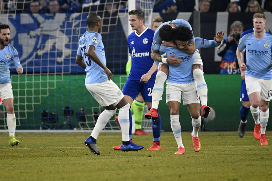 Ausgerechnet der frühere Schalker Leroy Sané brachte Manchester City mit seinem wunderschönen Freistoß zum 2:2 zurück ins Spiel.