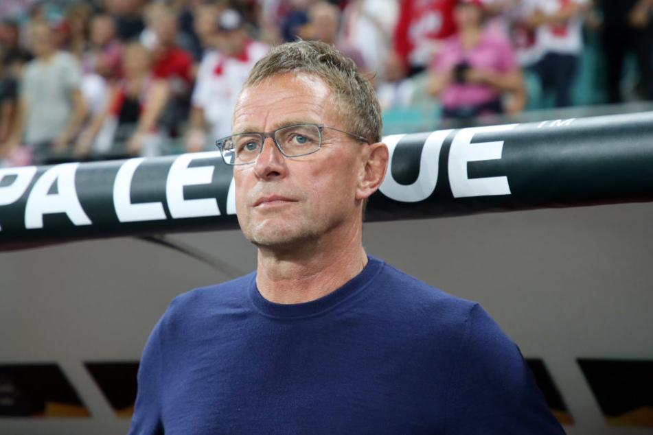 Trainer Ralf Rangnick hat nach den Verfehlungen zwei Profis aus dem Kader geworfen.