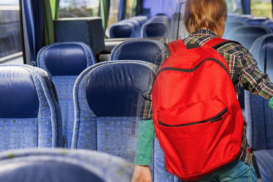 Drei Kinder wurden in einem Bus zwischen Coswig und  Neusörnewitz gefilmt.