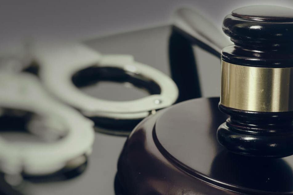 Vor Gericht hatte der 32-Jährige die Vorwürfe bestritten und die Aussage der Frau als Rache-Akt für das von ihm verkündete Ende der Liebes-Beziehung bezeichnet (Symbolbild).