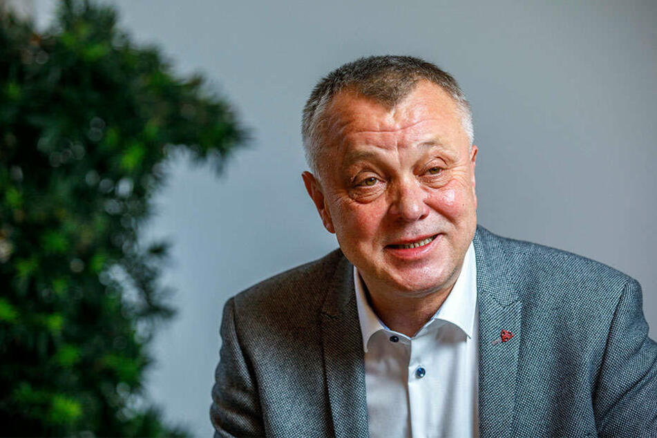 Kultusminister Frank Haubitz (59, parteilos) will radikale Veränderungen.