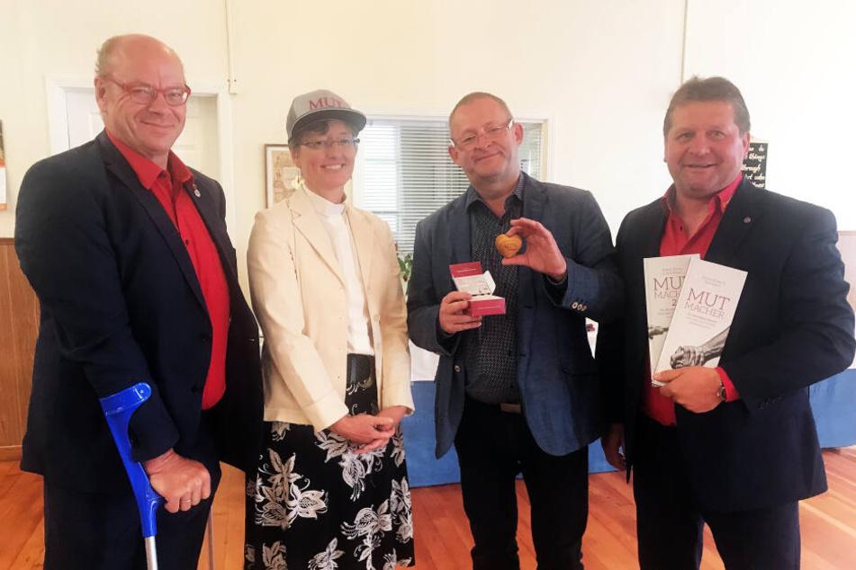 Gemeinhardt Gerüstbau Service-Chef Walter Stuber zusammen mit Pastorin Kerstin Weidmann, Lesungsmoderator Peter Dyroff und Geschäftsführer-Kollege Dirk Eckart.