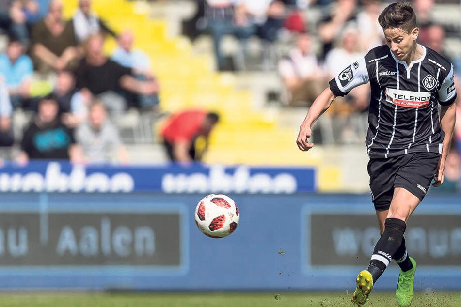 Nicolas Sessa im Trikot des VfR Aalen. Für den Drittliga-Absteiger erzielte er in 30 Spielen sechs Tore. Ab sofort trägt er das Veilchen-Trikot.