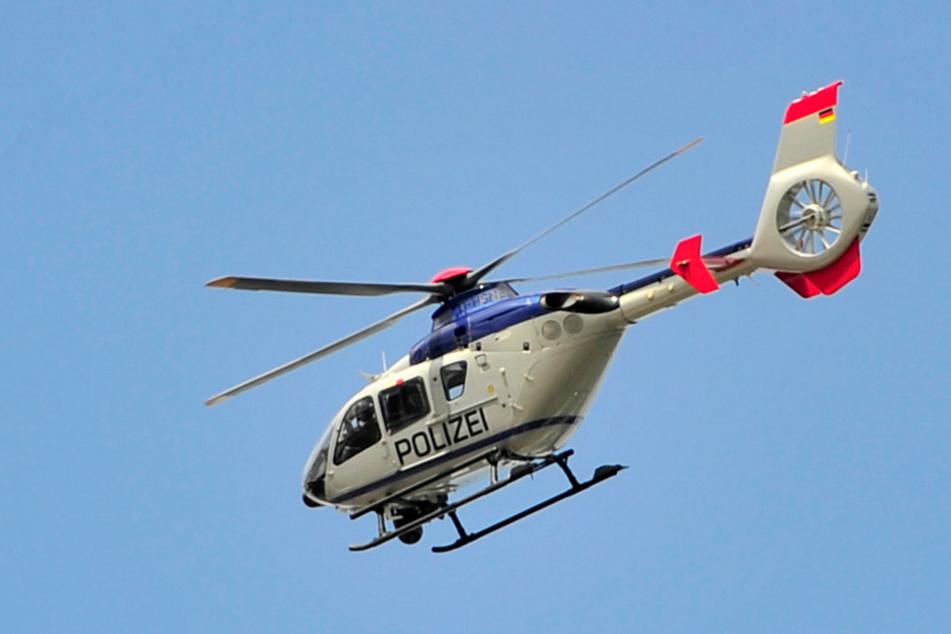 Dieser Eurocopter der Bereitschaftspolizei kreiste vier Stunden über der Autobahn.