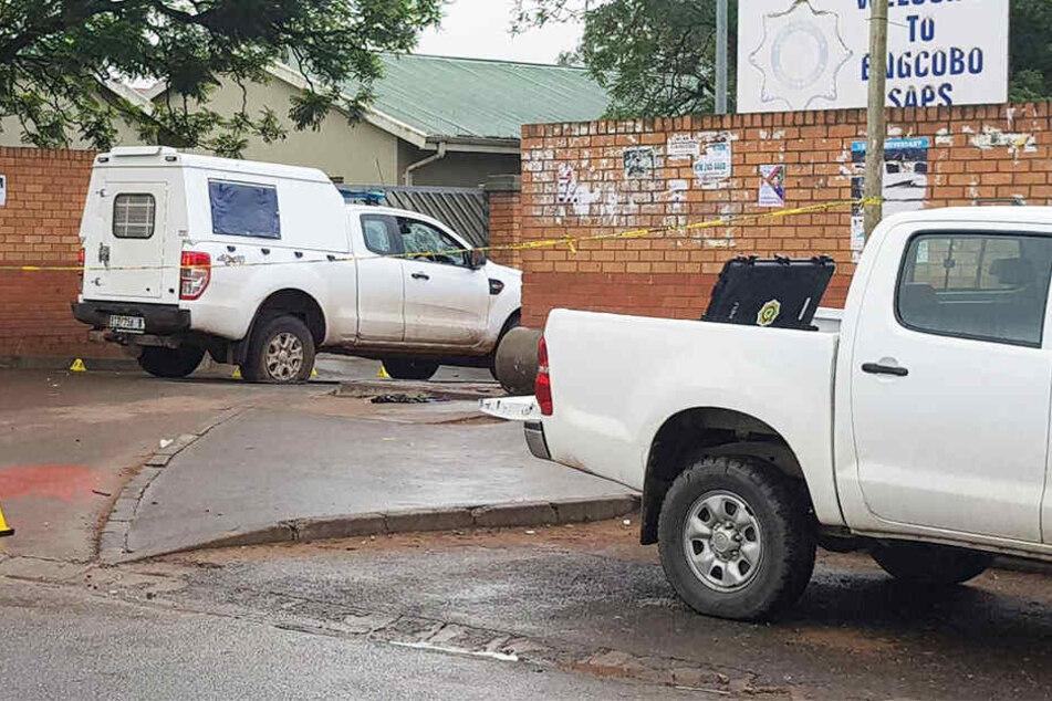 Unbekannte hatten eine Polizeiwache überfallen und fünf Polizisten erschossen.