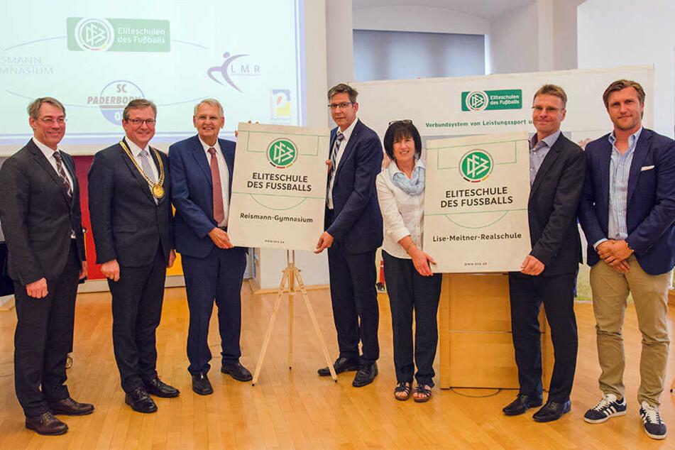 Bei der Ernennung zu den Eliteschulen des Sports (v. l.): Bernhard Schwank, Michael Dreier, Dr. Hans-Dieter Drewitz, Siegfried Rojahn, Cornelia Pongratz, Markus Hirte und Markus Krösche.