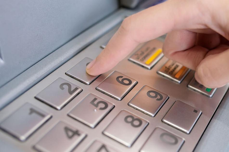 Eisenbahnstraße: Geldautomat schlägt Alarm, dann folgt die große Überraschung