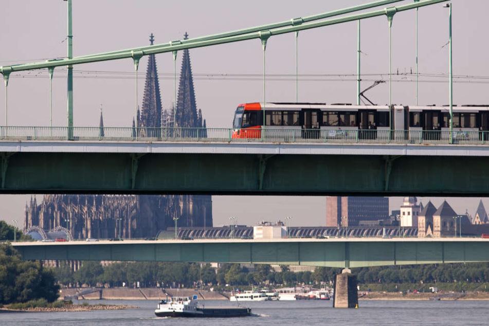 Immer mehr Kölnerinnen und Kölner fahren mit der KVB.
