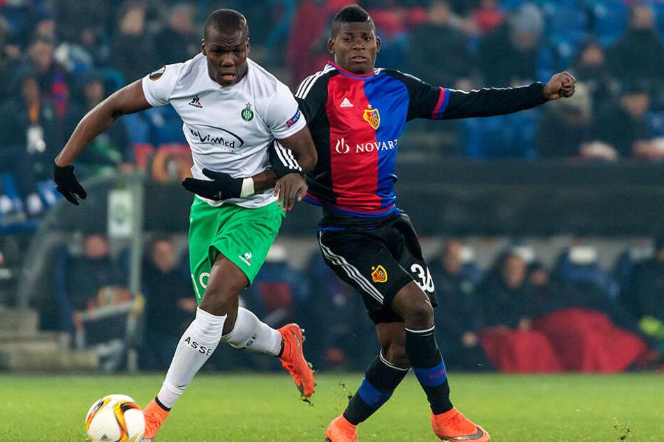 Florentin Pogba, hier im Trikot vom französischen Erstligisten AS St. Etienne im Duell mit Basels Breel Embolo (heute FC Schalke 04), wechselt in die USA zu Atlanta United FC.