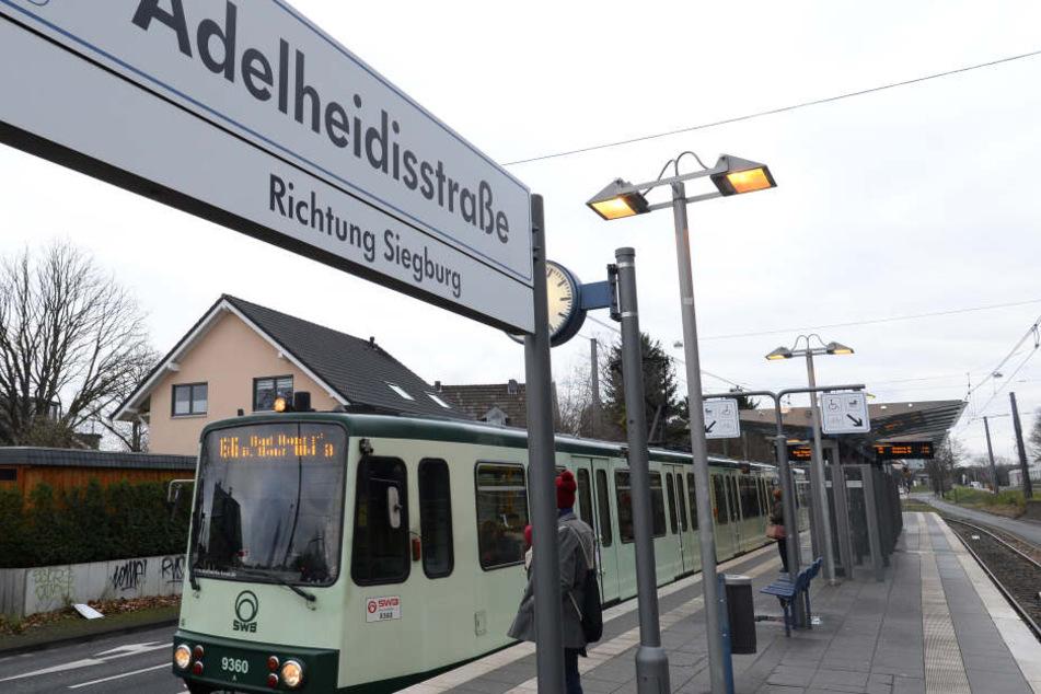 Zeugen hatten die Bahn an dieser Haltestelle in Bahn stoppen können (Archivbild).