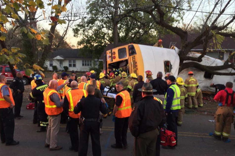 Der Unfall geschah unweit von Chattanooga. Fünf Kinder seien auf der Stelle tot gewesen, ein weiteres Kind starb im Krankenhaus.