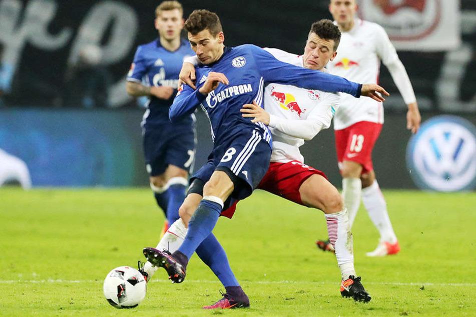 Auf Schalke erwartet uns ein Kampfspiel: Leon Goretzka (l.) fällt mit doppeltem Kieferbruch und Gehirnerschütterung aus. Diego Demme (r.) ist mit neuem Schneidezahn dabei.