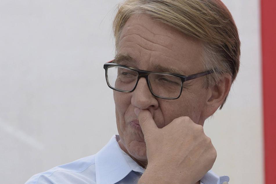 Linke-Bundestagsfraktions-Chef Dietmar Bartsch (58) will schnellstmöglich Gabriel als Kanzler.