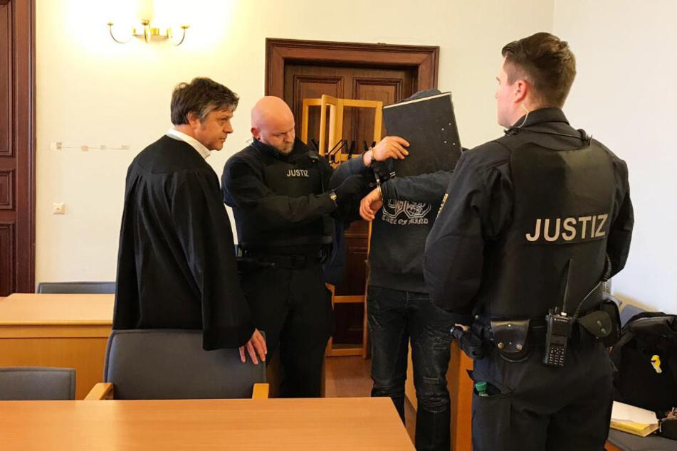 Am Dienstag begann der Prozess gegen den Mann aus Zeitz und seine Freundin.