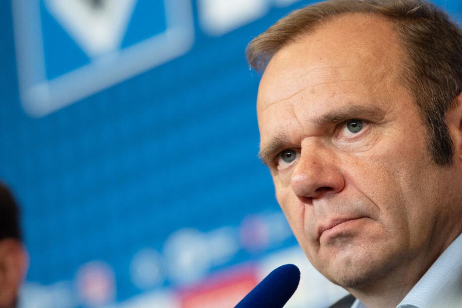 Bernd Hoffmann weist Gerüchte zurück, dass dem HSV eine Insolvenz drohe.