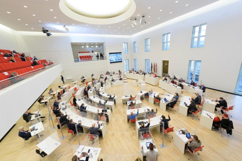 Berlin: Ausschuss berät über Parlaments-Beteiligung bei weiteren Corona-Beschränkungen