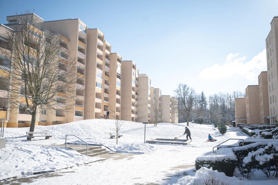 """Mehrfamilienhäuser, die von dem ehemaligen Bau- und Wohnungsunternehmen """"Neue Heimat"""" gebaut wurden, im Stadtteil Haidach."""