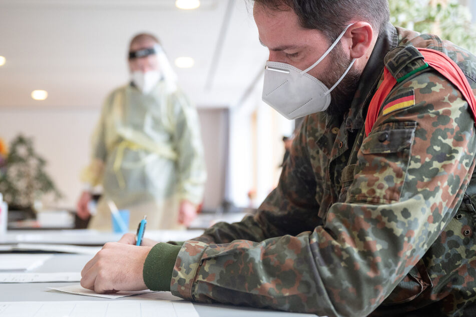 Zu Spitzenzeiten waren 2500 Soldaten auf Gesundheitsämtern, in Kliniken, Alten- und Pflegeheimen im Kampf gegen die Pandemie im Einsatz.