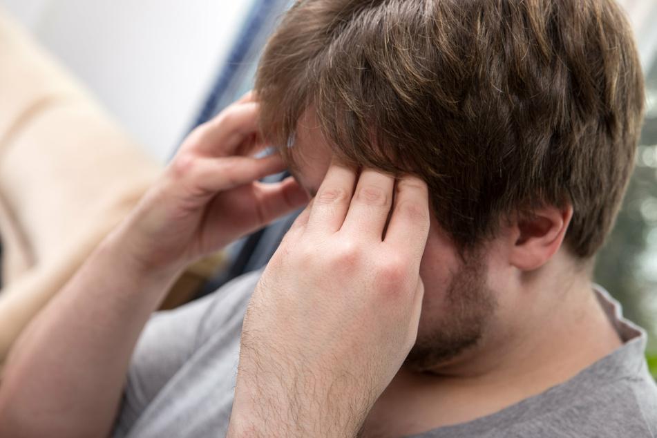 Symptome wie Kopfschmerzen sind nach einer Impfung völlig normal. Es gibt aber auch Menschen, die gar keine Reaktionen zeigen. (Symbolbild)