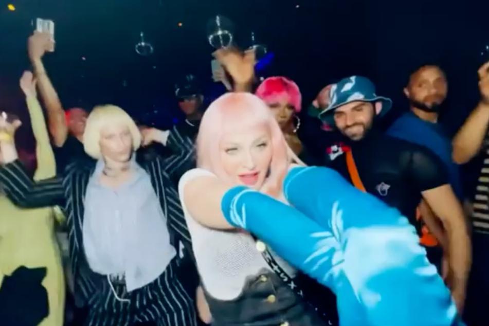"""Madonna feiert ausgelassen im """"Boom Boom Room""""."""