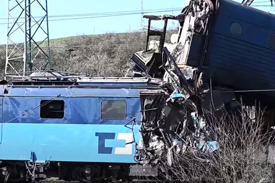 Tragödie in Tschechien: Lokführer stirbt nach Zusammenstoß zweier Güterzüge!
