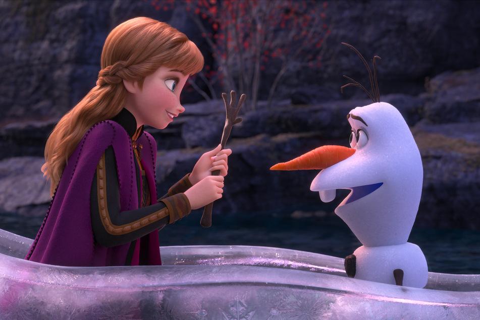 Der Schneemann Olaf (r.) kommt wieder auf die heimischen Bildschirme. Diesmal spielt seine Anna nicht die Hauptrolle.